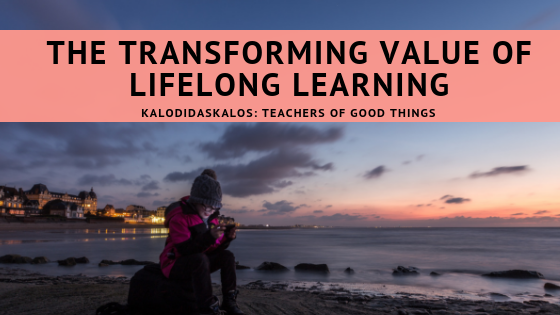 5 reasons we readers read, the transforming value of lifelong learning, girl reading screen on sunset beach, read to learn, read to enjoy, read to feel, read to understand, read to live, love of reading, readers read, love of books, Chile